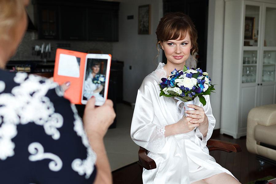 Мама снимет невесту