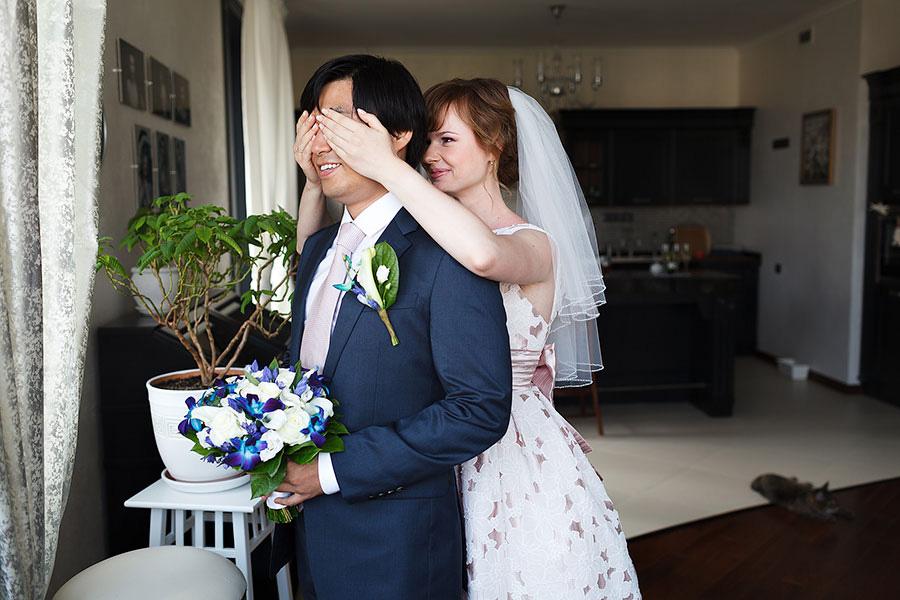 Невеста закрыла глаза жениху